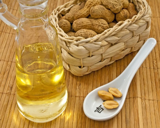 All About Peanut Oil-Health Benefits and Side Effects