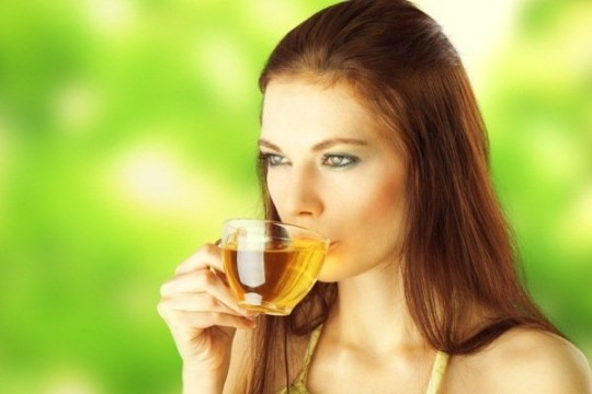 women-drink-herbal-tea-for weight loss