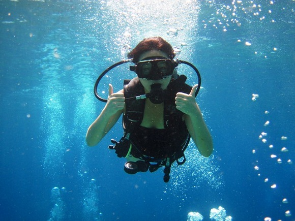 girl scuba diving-fitness