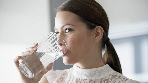 woman-drinking-water dehydration causes