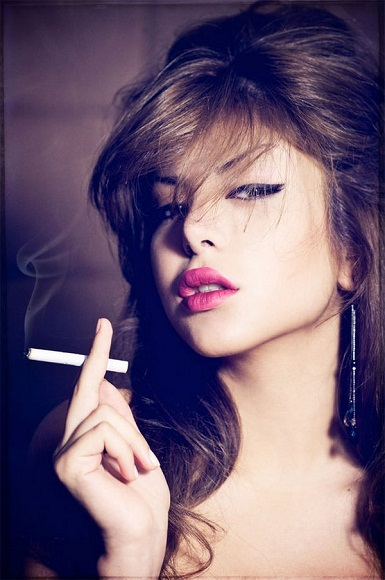 woman smoking- harmful effects