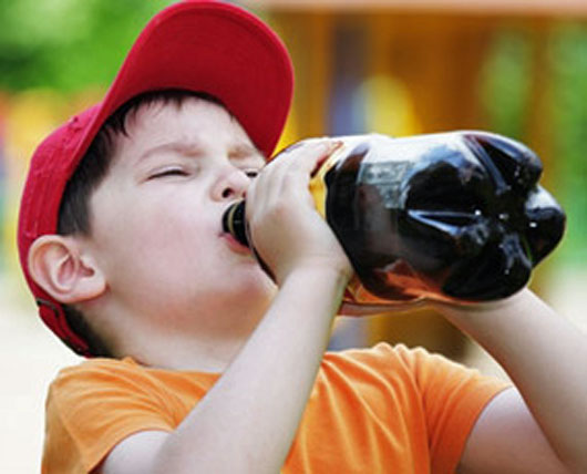 sugary drinks bad for health- child drinking fizzy drink