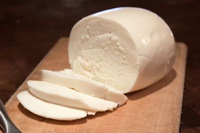 Mozzarella cheese- 4 Famous Types Of Cheeses