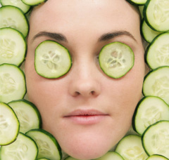 cucmber- home remedies to keep your eyes sparkling with health