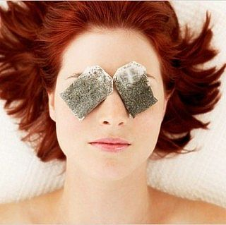 tea bags- home remedies to keep your eyes sparkling with health