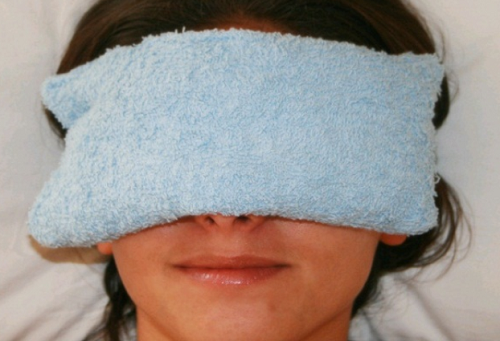 warm cloth- Home Remedies To Keep Your Eyes Sparkling With Health