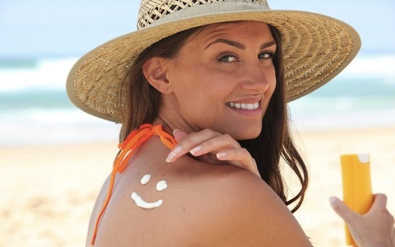 FAQs About How To Use A Sunscreen