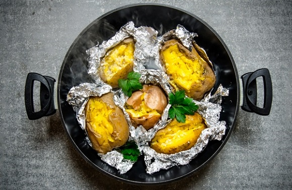 Using aluminium foil in cooking is it safe indian for Cuisine aluminium