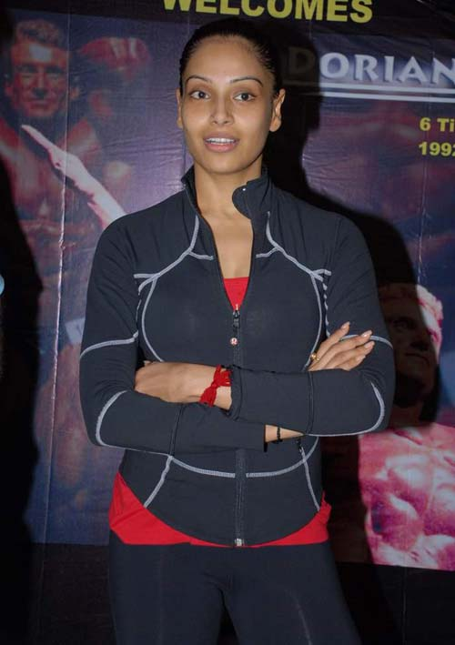 Wearing Makeup In Gym means Less Workout Bipasha