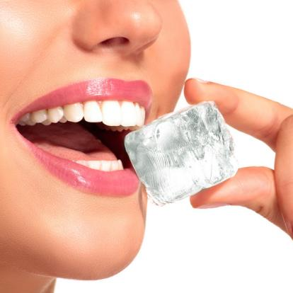 chewing-ice cubes habits that damage your teeth